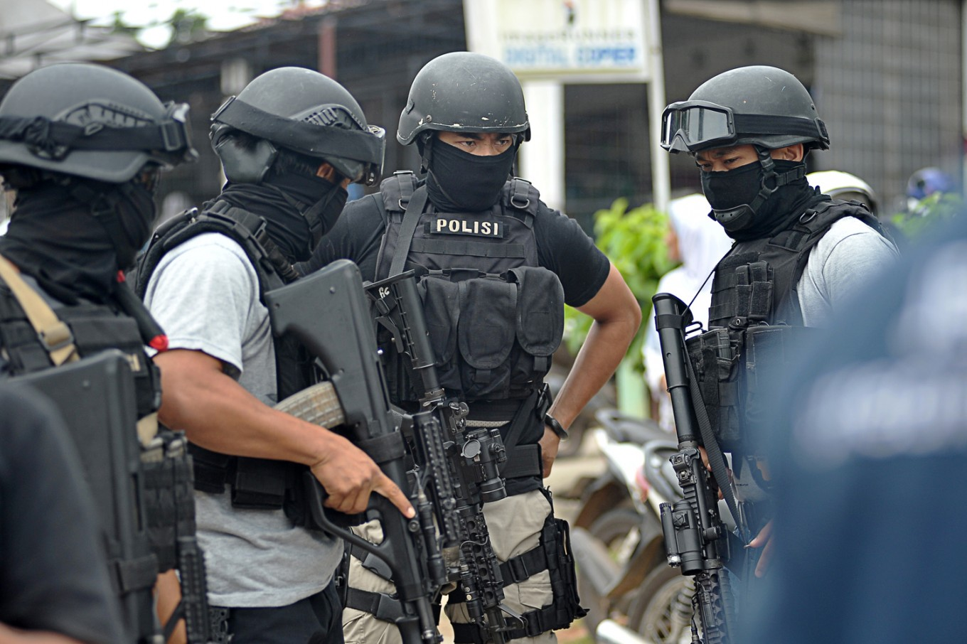 Personnel of the National Police's Densus 88 counterterrorism squad stand guard on May 30 in Jambi. (Antara/Wahdi Septiawan)
